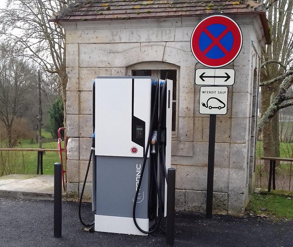 Borne électrique Rochebeaucourt et Argentine